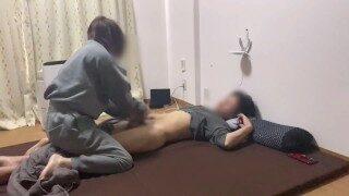 寝起きのイケメンM男に手コキフェラ騎乗位責めしたら寝バックで生中出しされました。japanese amateur wake up morning sex – えむゆみカップル